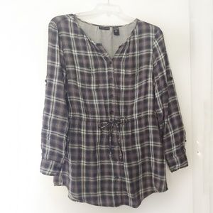 New York & Company Gray Plaid Button-Down Top